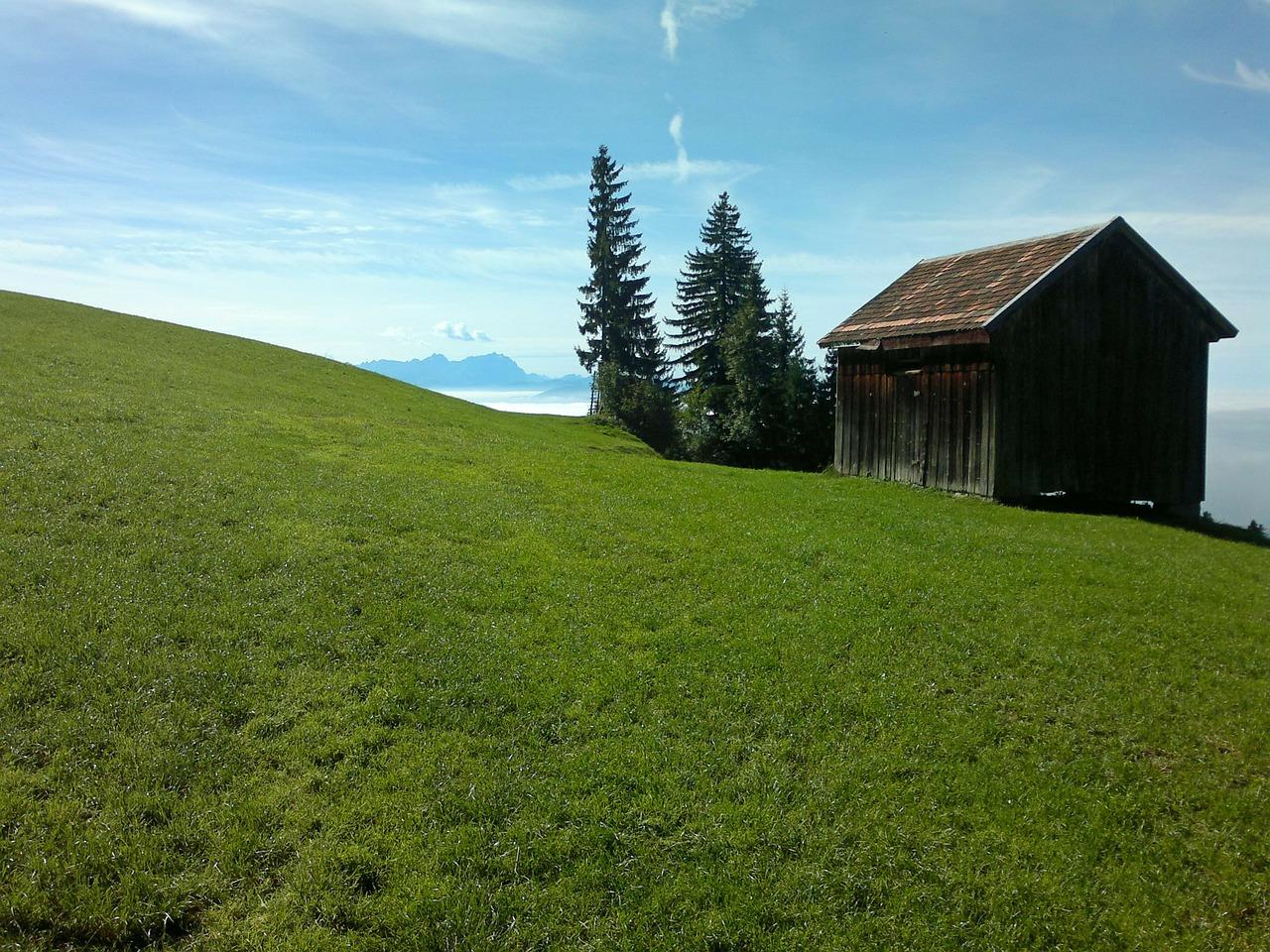 hut-244015_1280